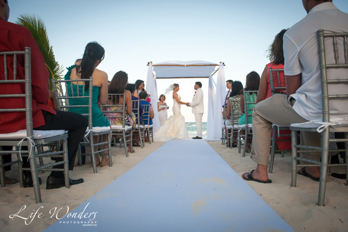 guide for cancun wedding weather