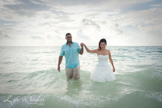 bianca-alejandro-trash-the-dress guide for cancun wedding weather