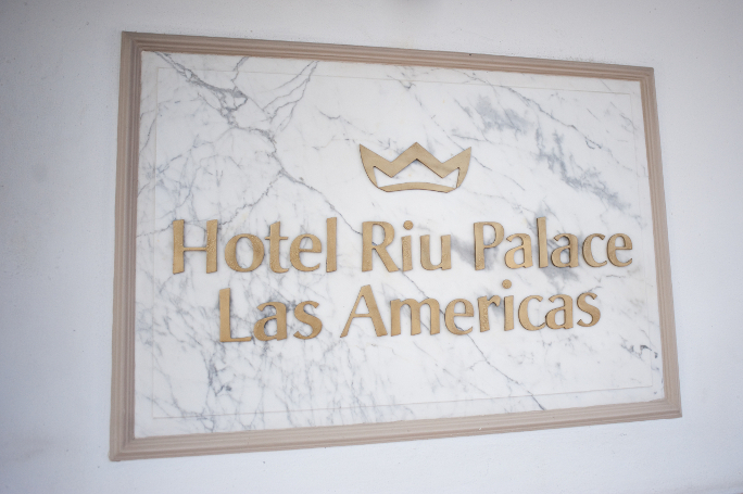 riu-wedding-hotelsign