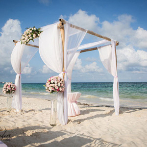 destination wedding in cancun beach