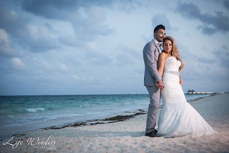 bride and groom in Cancun beach