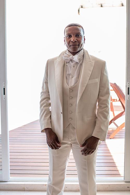 elaine's wedding attire for beach