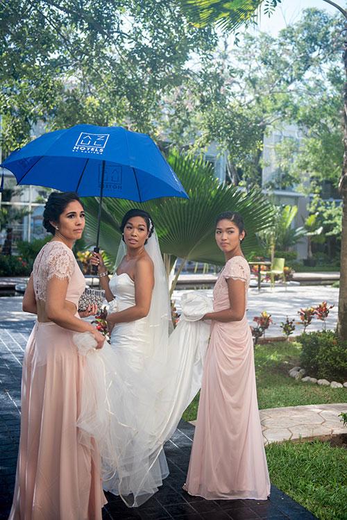 bride ready for her Azul Fives Cancun wedding
