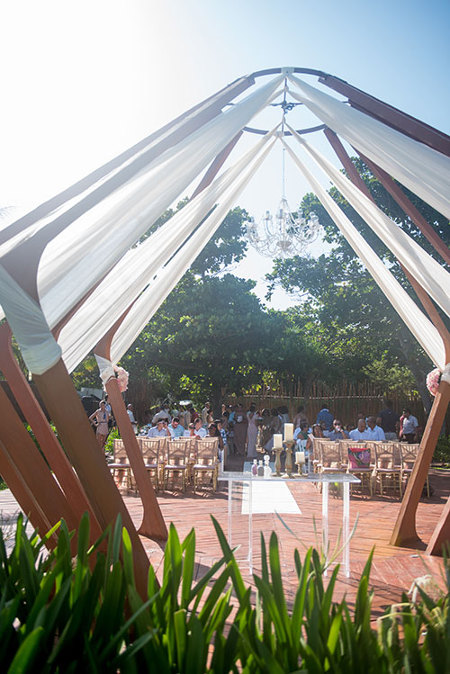 wedding ceremony in azul fives