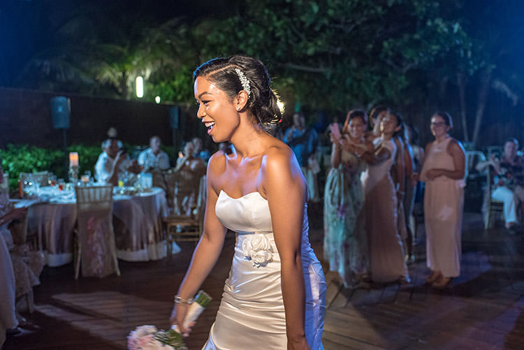 bride throwing the bouquet in azul fives