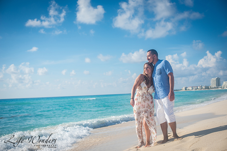 couple on the cancun beach
