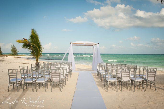 beach wedding guide for cancun wedding weather