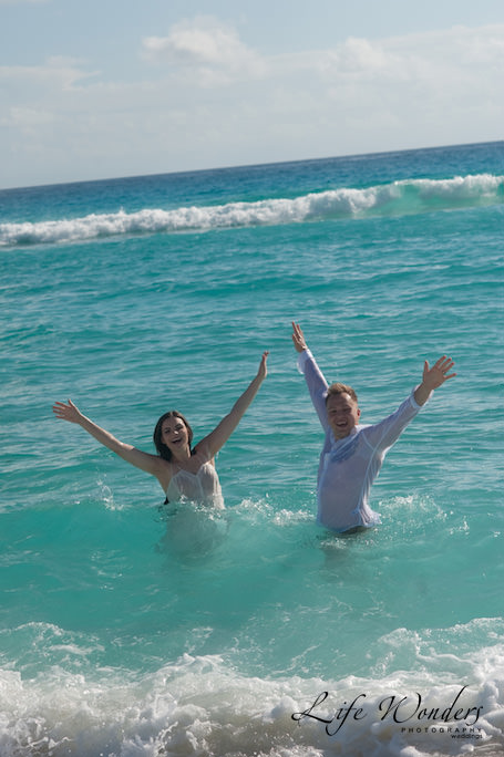 Trash the Dress in Cancun beach
