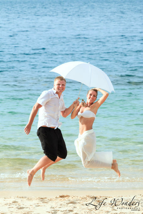 An umbrella as a beach wedding favor