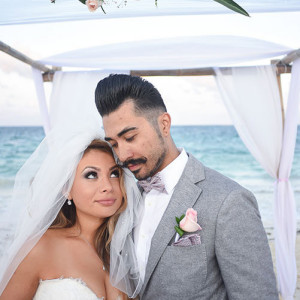 Bride and groom in beach wedding - wedding photos - wedding photos