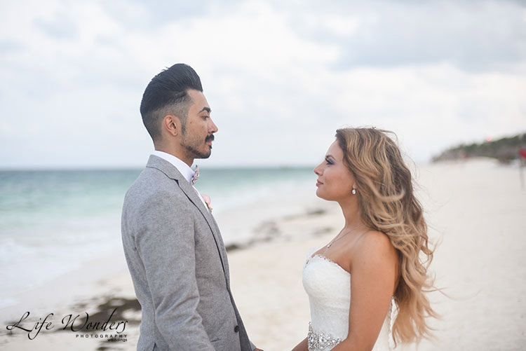 wedding portrait in Mexico beach