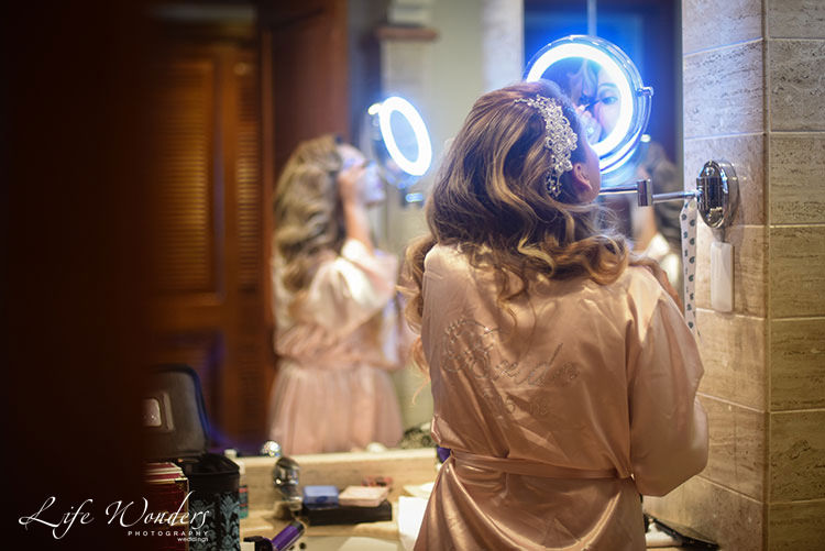 Bride make up dramatic light - wedding photos
