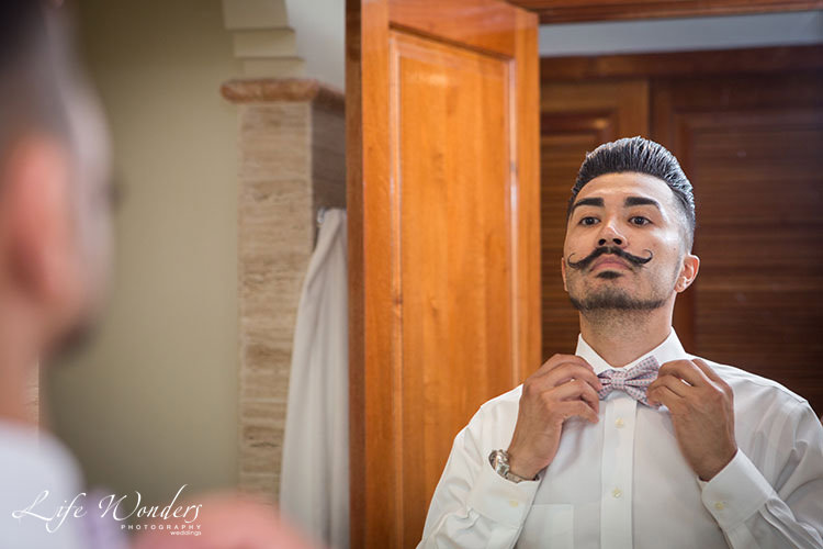 Groom getting ready - wedding photos
