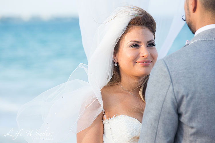bride in cancun wedding ceremony