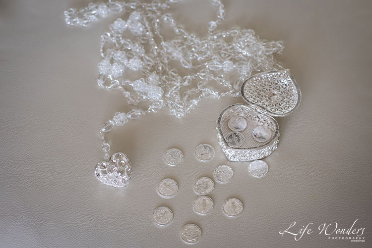 Bride's accesories