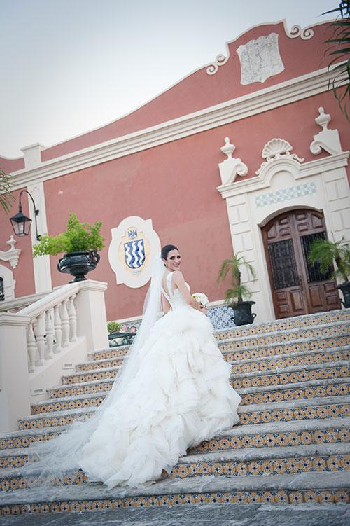 bride in Mexican Hacienda