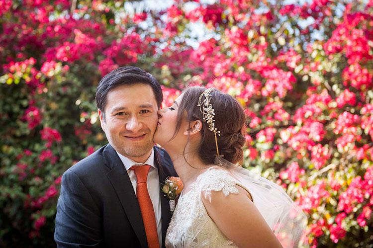 bride and groom photo in the garden