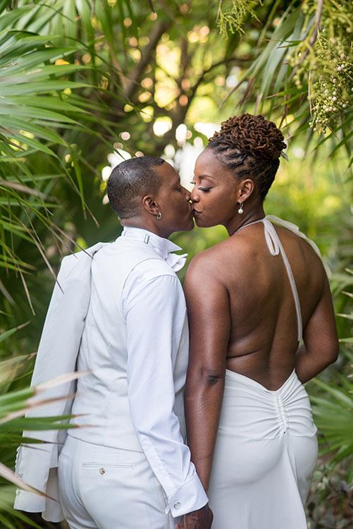 wedding portrait kissing