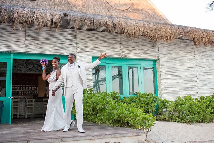 newlyweds in vidanta riviera maya