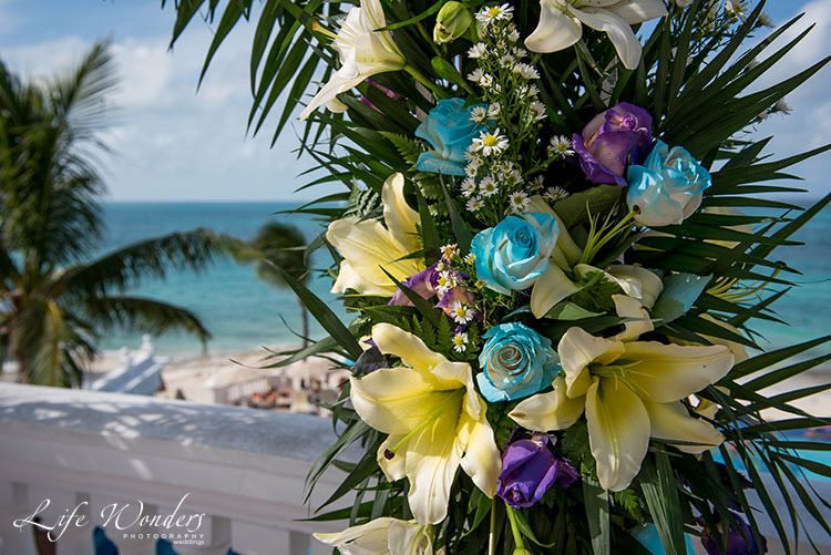 Ceremony flowers in Riu Resort