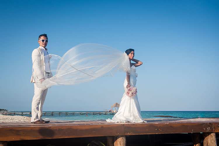 newlyweds in cancun - wedding photos