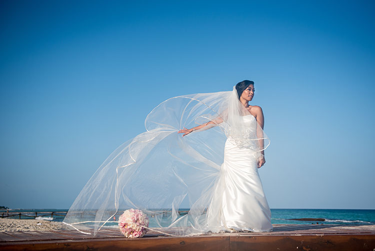 bride portrait in Cancun beach