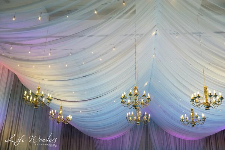 elegant wedding reception room decoration