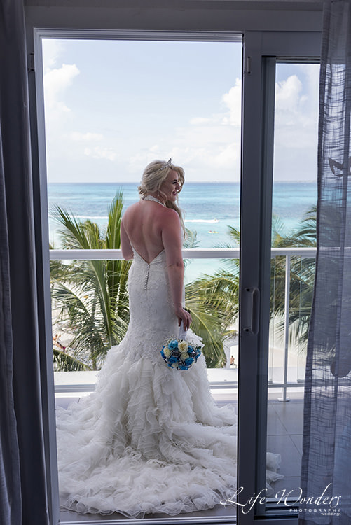 riu cancun wedding bride on balcony