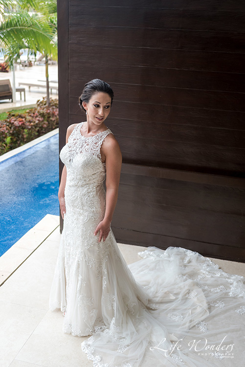 bride rainy getting ready photo cancun wedding photographer